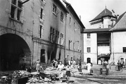 Après incendie du château survenu dans le Grand Pêle le 12 juillet 1952